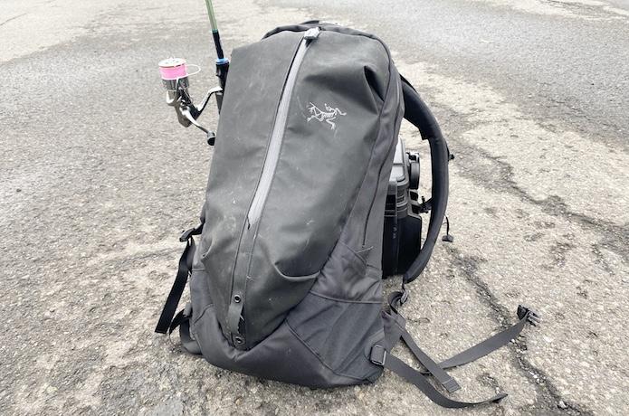アークテリクスの防水バッグ『アロー22』はオカッパリ最強の釣りバッグパック!?