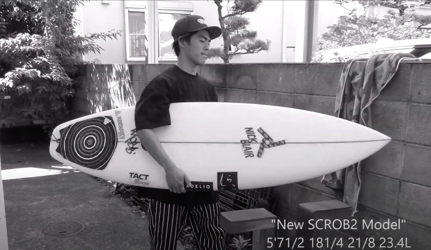 """【注目の最新モデル】段違いのスピードとドライブ、トップでのパンチ力! 村上蓮がJoistik surfbardsの人気モデル""""SCROB""""モデルの進化版""""SCROB2″初乗りセッション"""