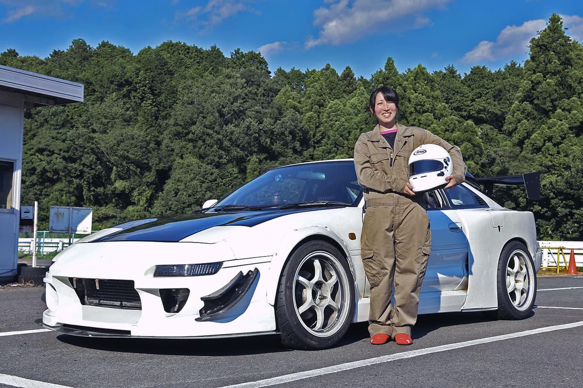 いま「サーキット女子」が増加中! トヨタMR2の女子ドライバーの本気っぷりに1日密着