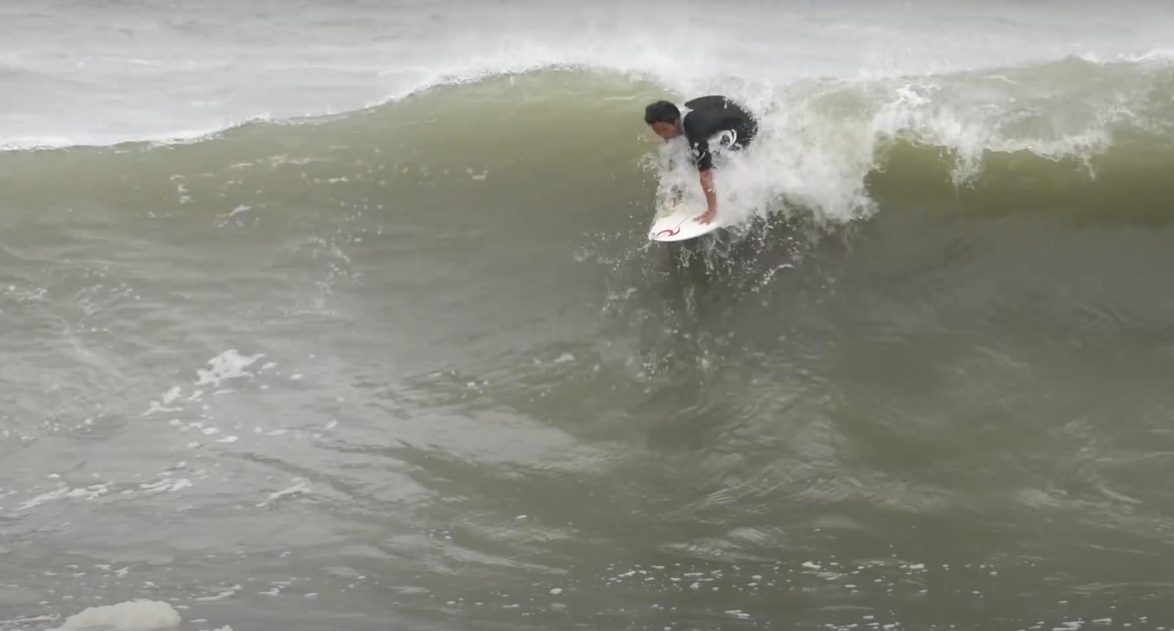 【台風10号】村田嵐がクローズ寸前の海でダブルの波にボコされる!?