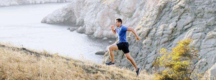 「坂道ダッシュ」で勝負強い体に!効果を最大限に高める方法や意識したいポイントも