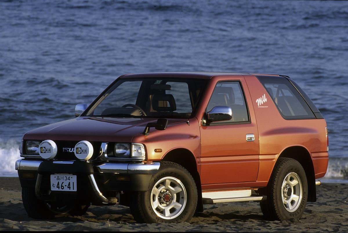 いま密かにブームのチョイ古SUV! 乗用車から撤退して18年の「いすゞ」SUVは買って大丈夫?