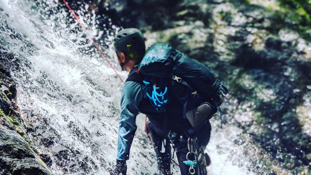 原生の自然を歩く冒険的な登山、沢登りの魅力