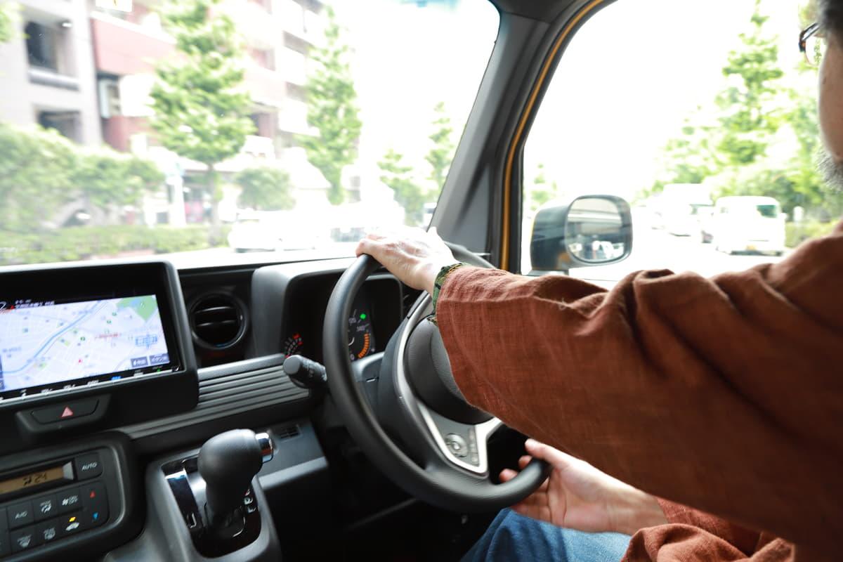 「高齢」になっても事故を起こさないためには「その前」から対策! いますぐ身につけるべき「運転習慣」5つ