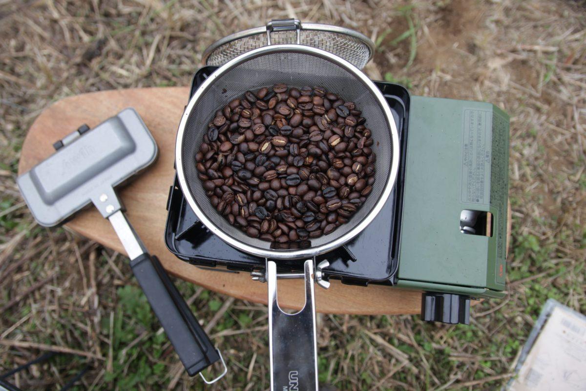 【キャンプで素敵なコーヒータイム!!】生豆をロースト、ミルで豆挽き!!『WARM HEARTS マラウイコーヒー』を飲んでみた!!
