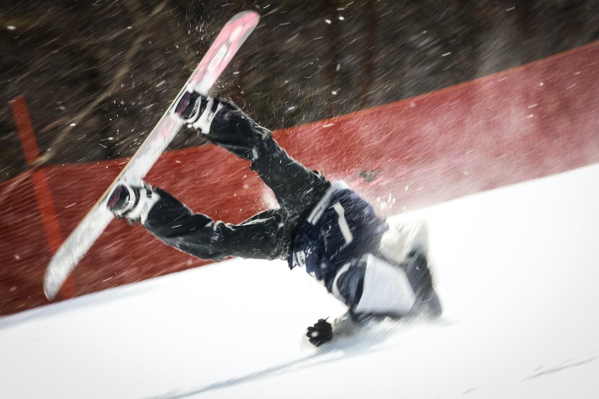 スキー・スノーボードで起こりやすい怪我とは?対処法やアイテムを紹介!