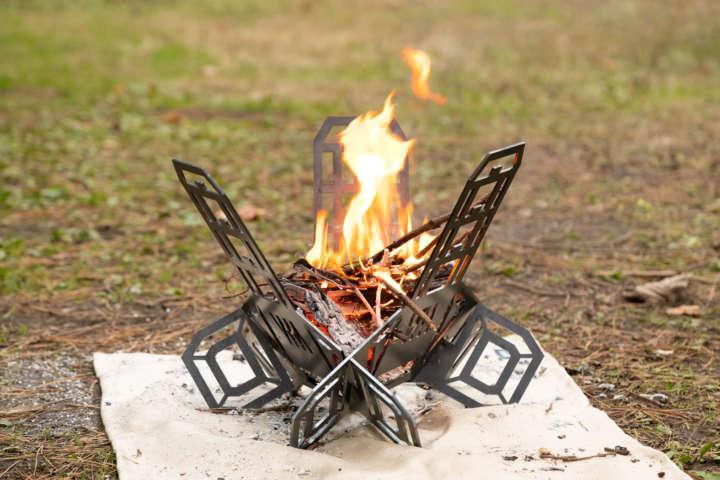 パズルみたいに組み立てるミタリワークスの焚き火台がカッコイイ