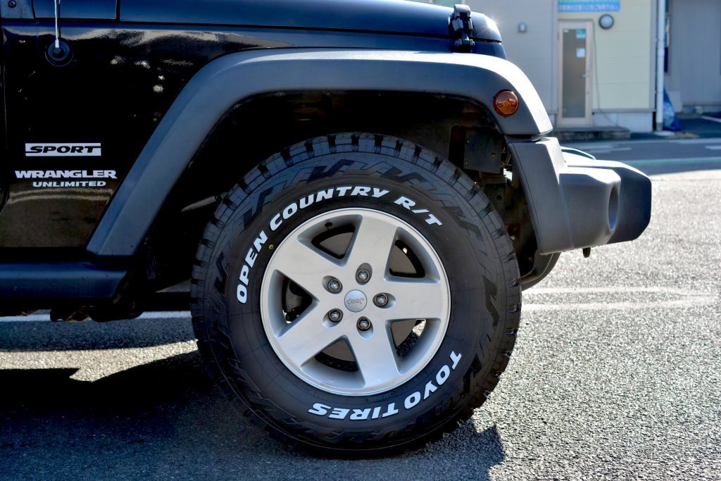 Jeepラングラー(JK)のタイヤをTOYO TIRE OPEN COUNTRY R/T 285/70R17に交換。レビュー。