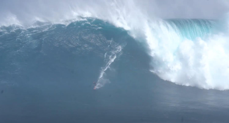 【怪物波】過去最大か!? 世界のトップビッグウェイバーたちによって1/16(土)のマウイのJawsで繰り広げられたトゥイン・セッション