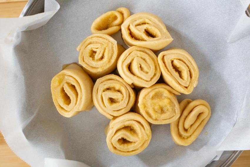 ダッチオーブンで簡単に作れる映えのメープルロールパン! 後編