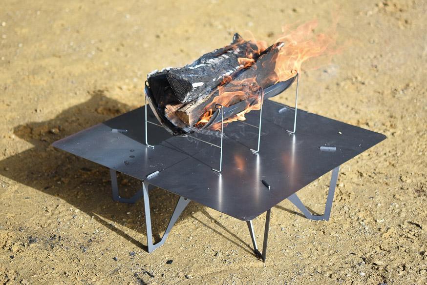 人気急増中の「ベルモント」が放つ、黒皮鉄板テーブルで地面にも優しい焚き火を。
