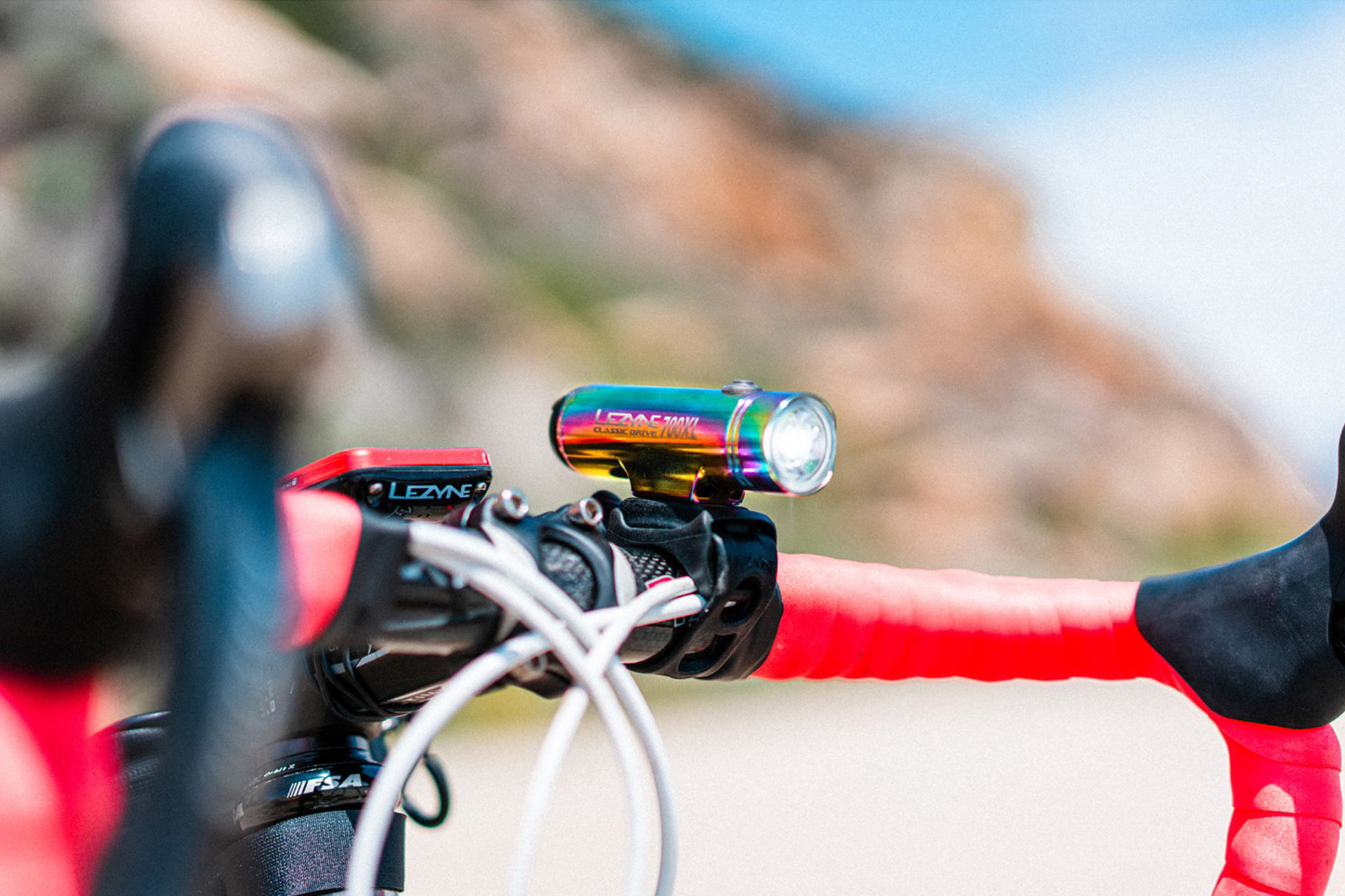 【初心者向け】安全にロードバイクに乗るための「フロントライトの取付場所」