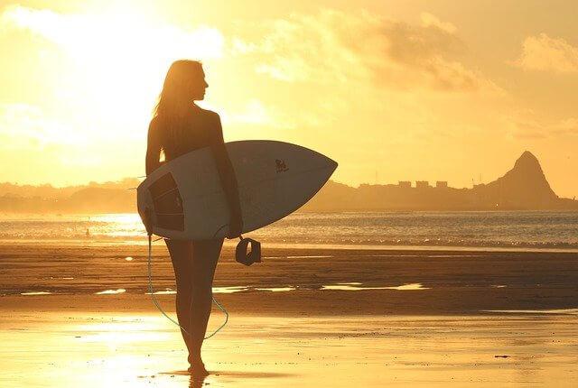 車なしでサーフィンを楽しむには?