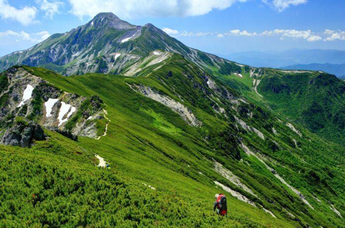 私たちこんな山に登ります!アウトドアブランドの担当者4人の「夏休み登山計画」