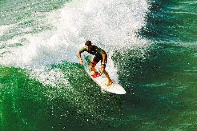 サーフィンのスタンスの種類と決め方!初心者必見