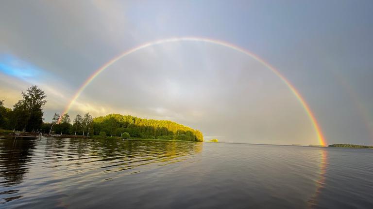 虹をハント!虹の塗り絵を作って虹の色を数えてみよう
