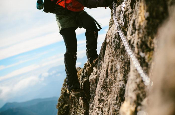 【アドレナリン全開!】鎖場のある山9座と押さえるべき鎖場の登り方