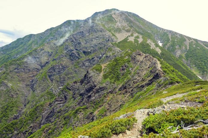 聖岳|頂に広がる絶景大パノラマ!緑に覆われた美しい山容が魅力の百名山
