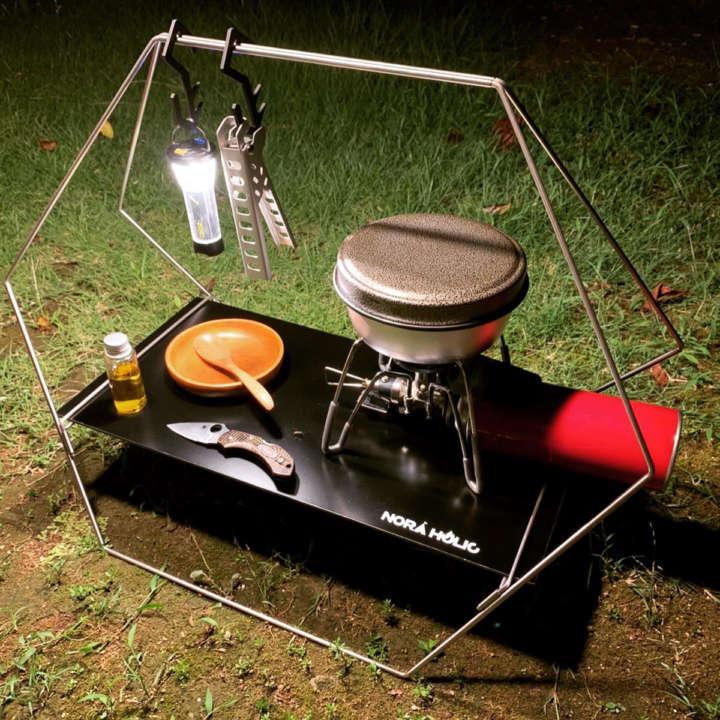 ソロキャンプ向けテーブルだけど吊り下げできるのがポイントです!