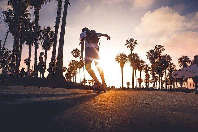 サーフスケートおすすめブランド3選!サーフィンへの効果や練習場所も