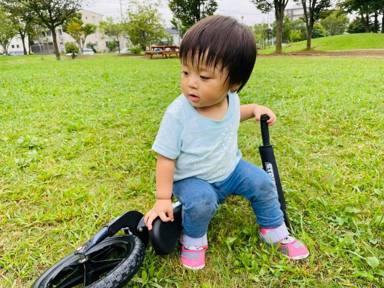 はじめてのストライダー(1歳3カ月・生後484日)
