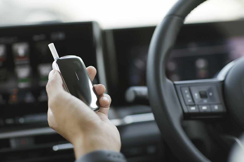 進化したJTの加熱式たばこ用デバイス「プルーム・エックス」は、愛煙家のドライブのお供に最適!