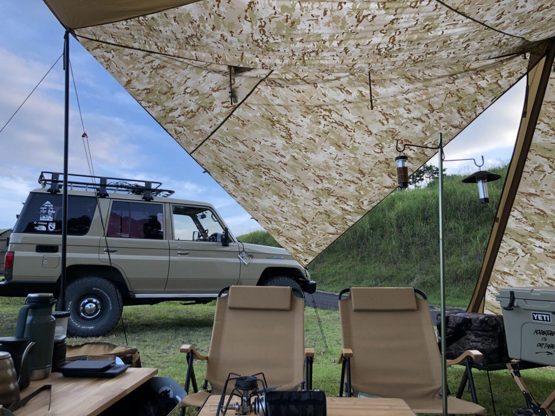 【愛車とカラーを合わせて】統一感のあるシンプルなキャンプサイト
