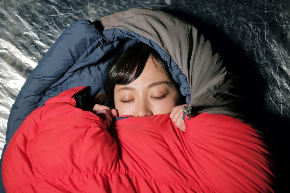 「重ね着」にもコツがあった! 意外と難しい冬キャンプの「熟睡方法」