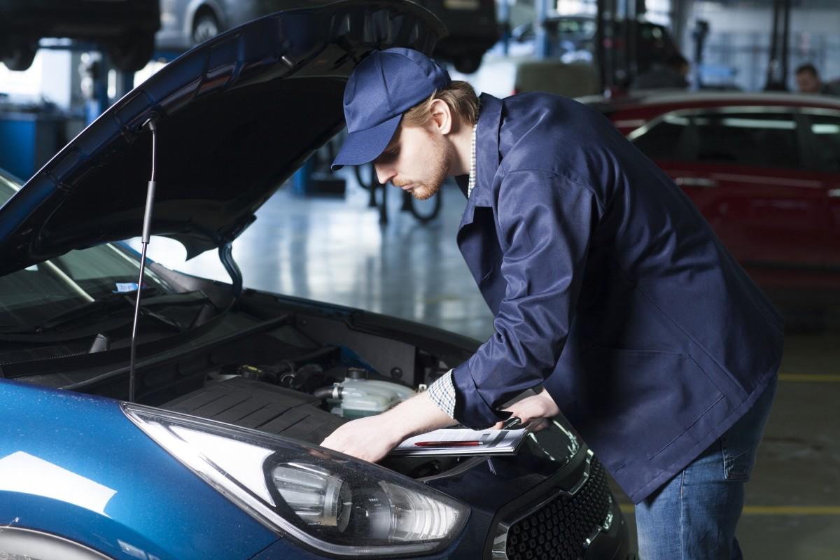 車がカーブする時に必要なデフオイル!点検や交換は必要?交換時期や費用は?