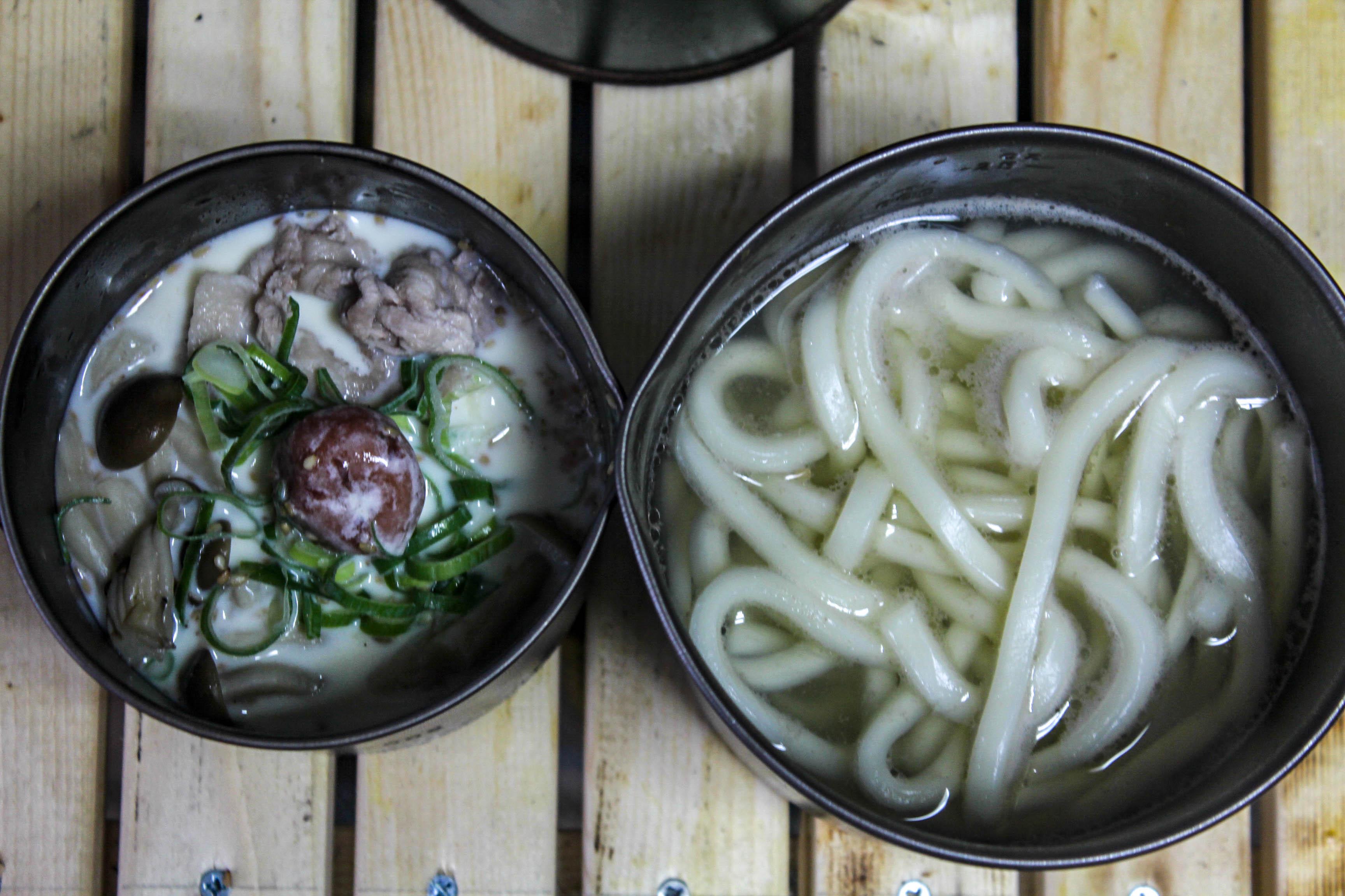 【キャンプ飯レシピ】クッカー2つで作れる、簡単過ぎて話にならない冷たい豆乳つけうどん