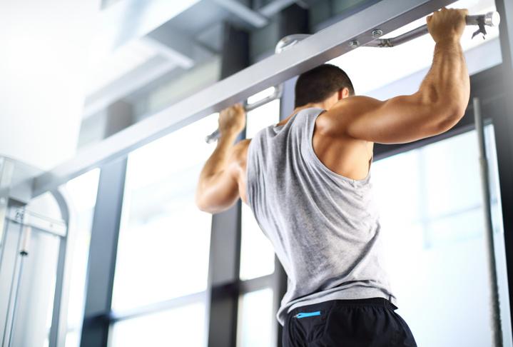 懸垂(チンニング)ができない!その効果とトレーニング方法