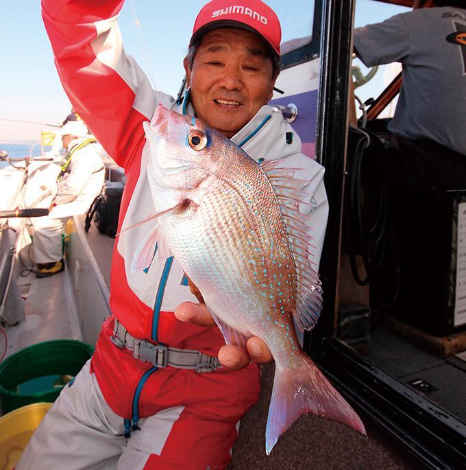 葉山沖のコマセマダイ、嬉しいゲストも豊富だ!(正一丸)