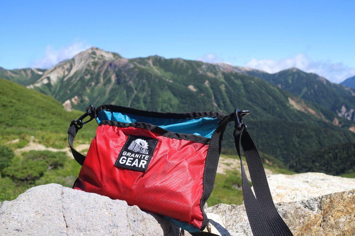 登山で人気の軽量サコッシュ『グラナイトギア ハイカーサチェル』