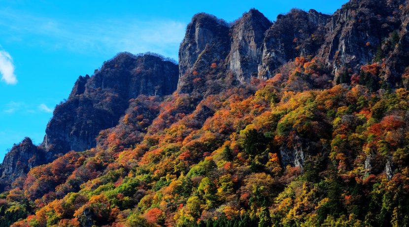 巨岩、山、滝! 群馬県で雄大自然と紅葉のコラボレーションを楽しめる絶景スポット3選