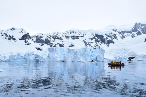 南極で魚釣りってできるの!?氷床地帯ならではの釣り方を学んで、氷の世界に生きる貴重な魚たちに会いに行ってみませんか?