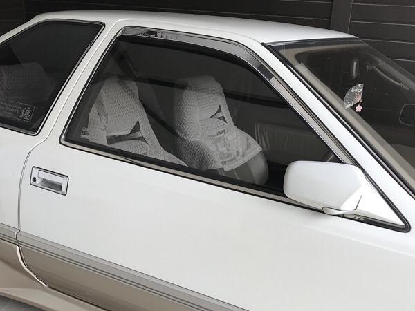 愛車にスモークフィルムを貼ってみよう!貼るだけで車の印象が変わるかも!?