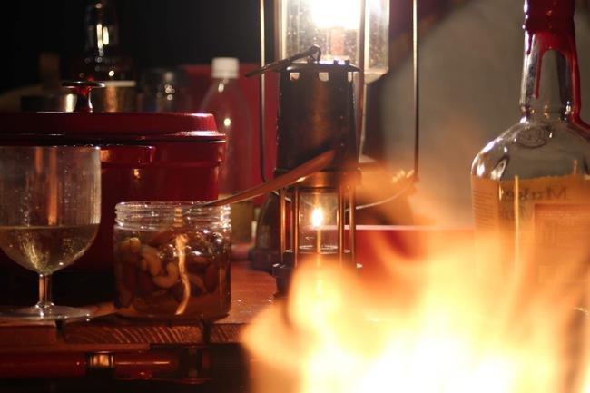 焚火とナッツとバーボン