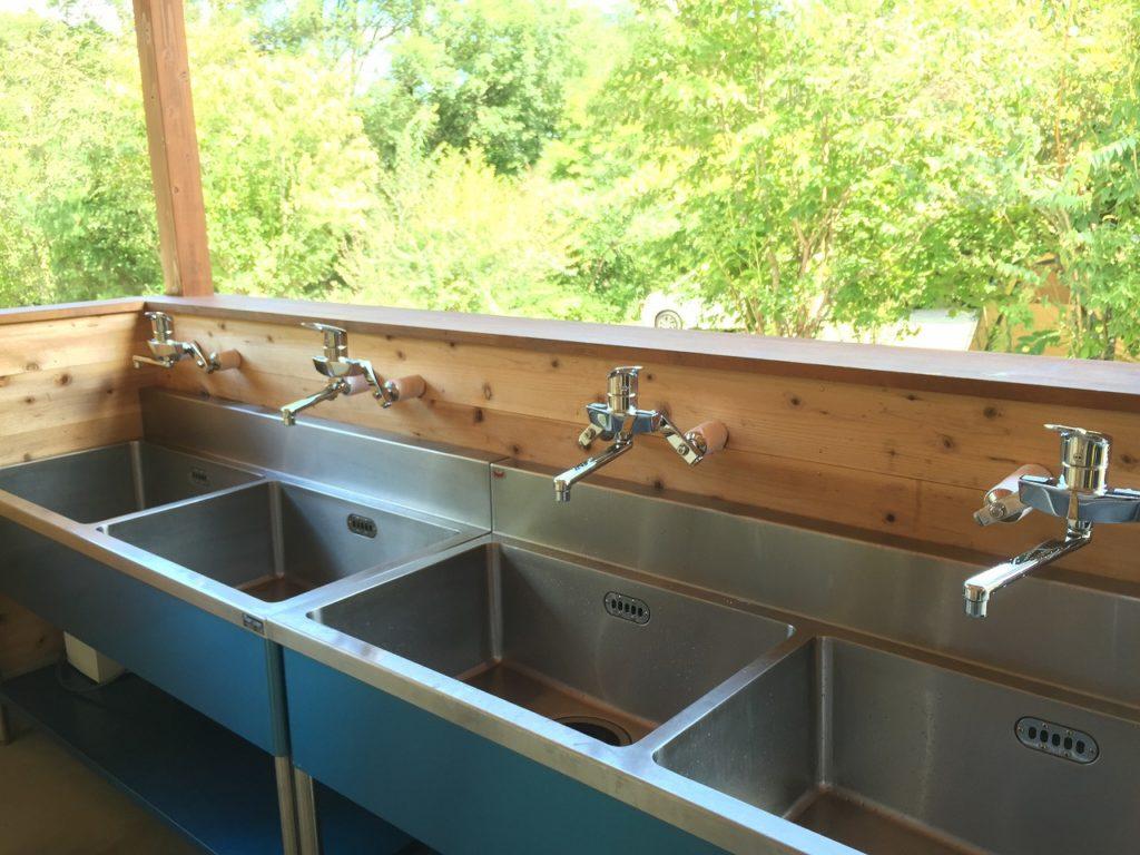 【お湯が出る炊事棟あり〼!】 寒い季節に超絶助かるキャンプ場