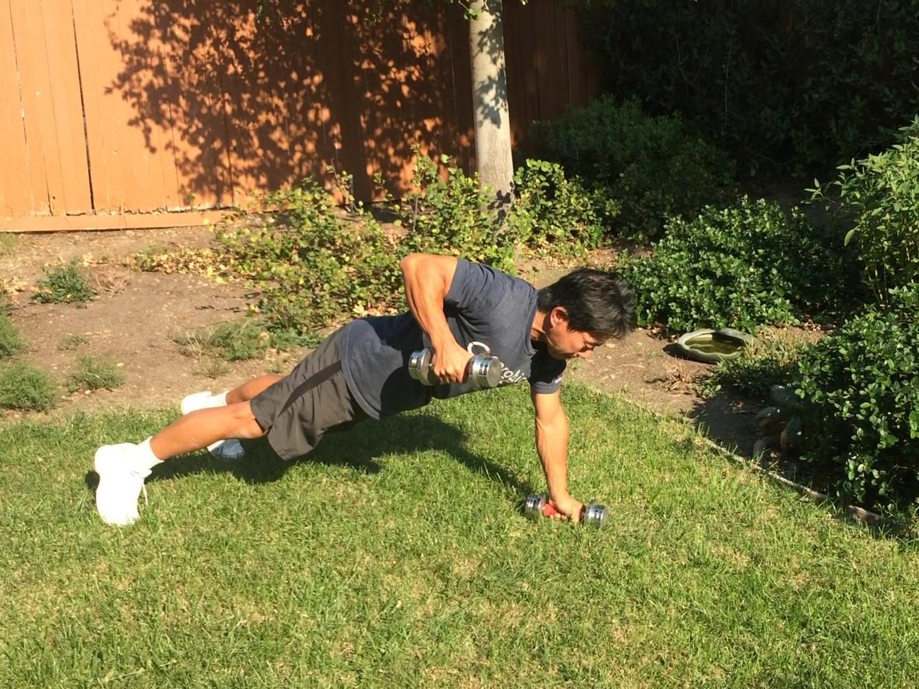 脂肪燃焼・筋肉量アップ・体幹強化に。ダンベルを使った筋トレメニュー3選