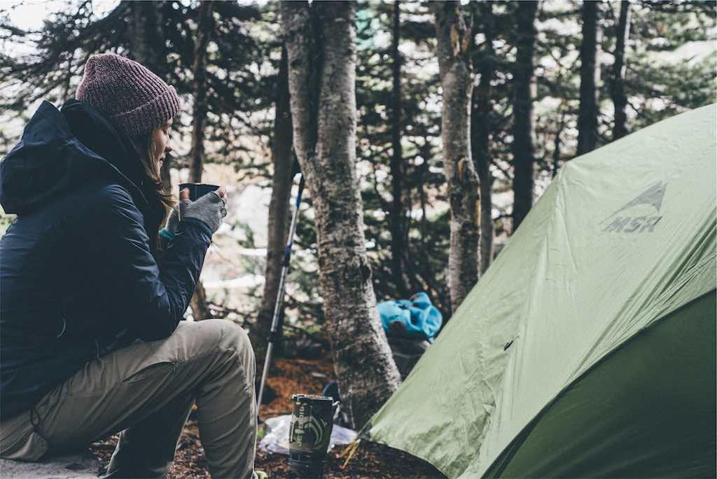 テント内での荷物のスムーズな整理方法 – 山の相談小屋