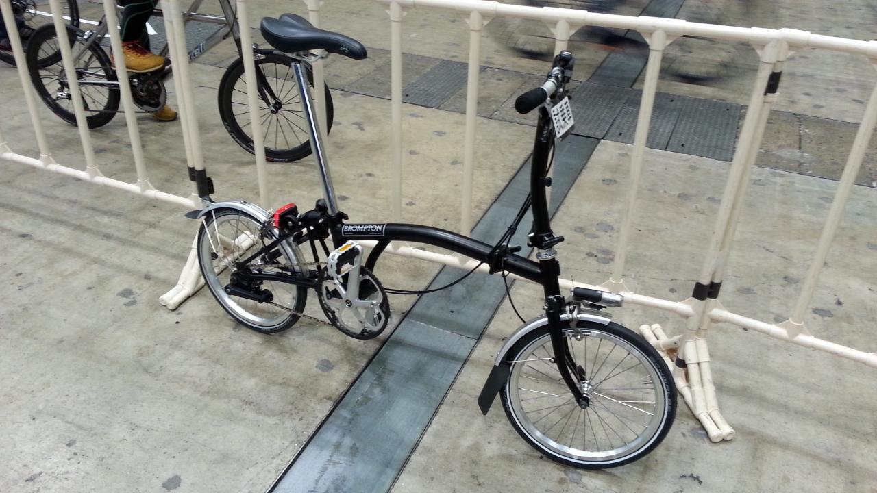イギリスの折りたたみ自転車「ブロンプトン」を解説 利点や欠点・ライバルも紹介