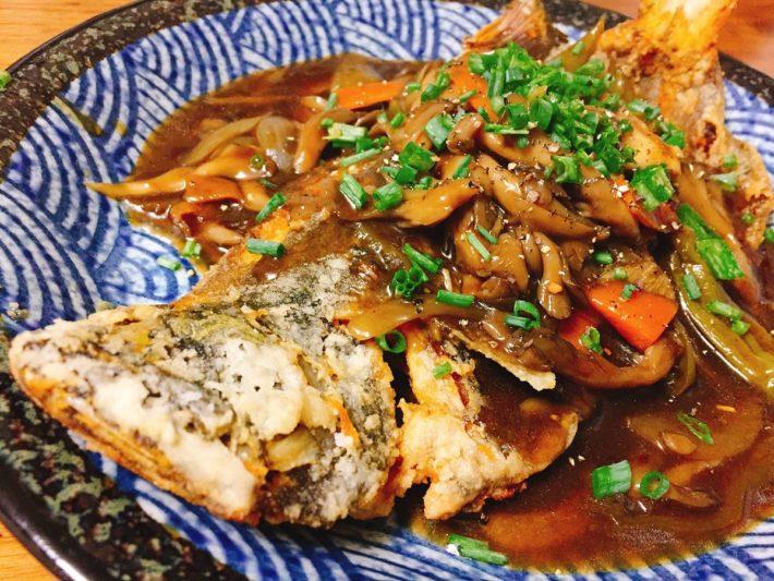 高級魚ヒラメ(ソゲ)をまるごと唐揚げにして黒酢あんかけで食べる