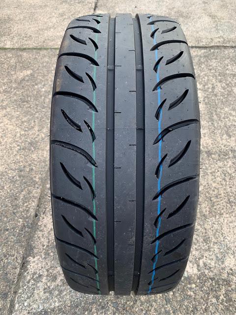 タイヤのトレッド面を見てわかる色々なこと