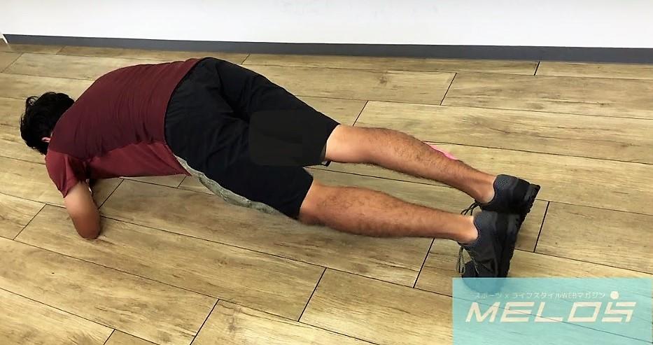 自宅でできる体幹トレーニング「スパイダープランク」の効果的なやり方