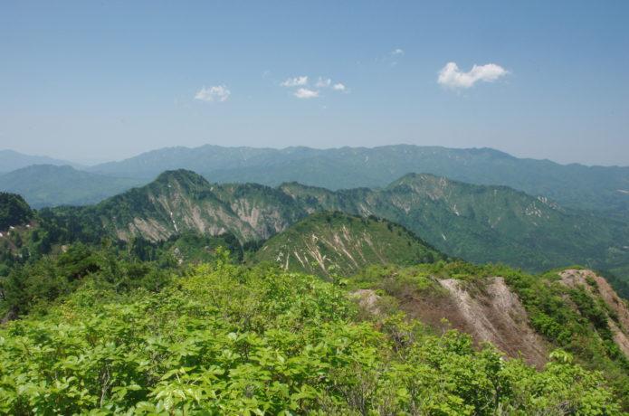 五頭山|新潟屈指の人気名山!登山コースから温泉まで一挙紹介