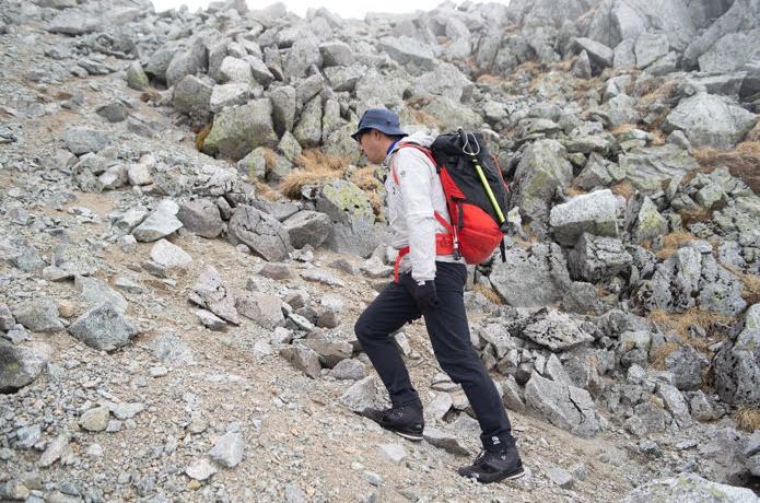 転びやすいザレ場・ガレ場を安全に歩く極意、山岳ガイドに教わりました!