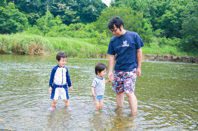 【子供を危険から守る!】安全な川遊びのために最低限備えるべき物・注意すべきこと