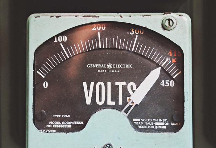 キャンピングカーで外部電源を取り込んで電化製品を使おう!