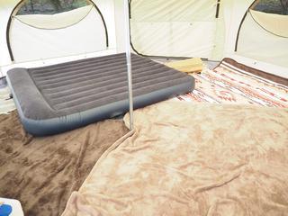 キャンプの秋!ぐっすり眠れる寝心地重視のエアベッドのススメ