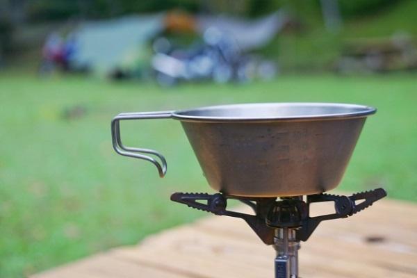 キャンプビギナーの知ってほしい!シェラカップのいろいろな使い方とは?